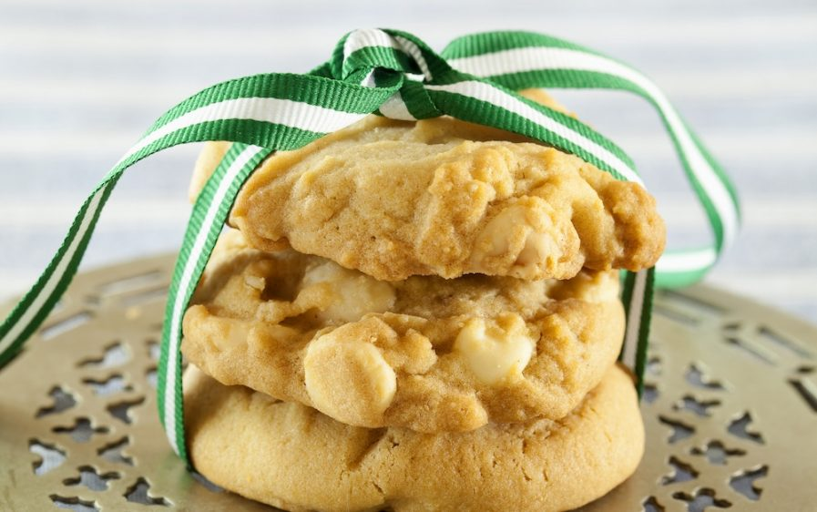 Macadamia and white chocolate cookies with a bow